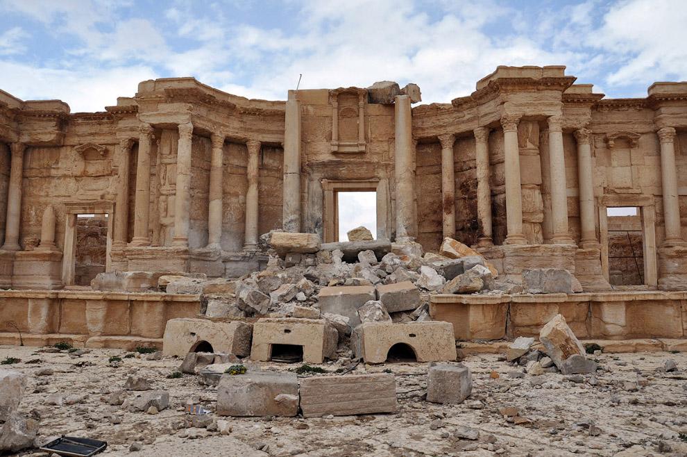 Разрушенный Римский амфитеатр в древнем городе Пальмира