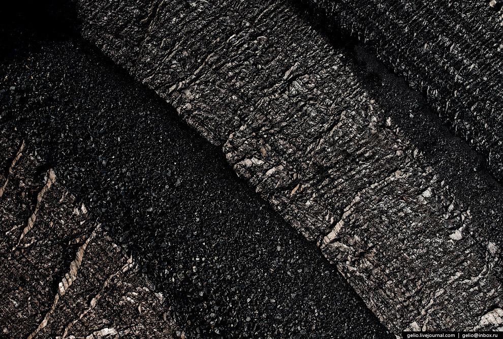 Слой угля, «обнажённый» для работы роторного экскаватора.