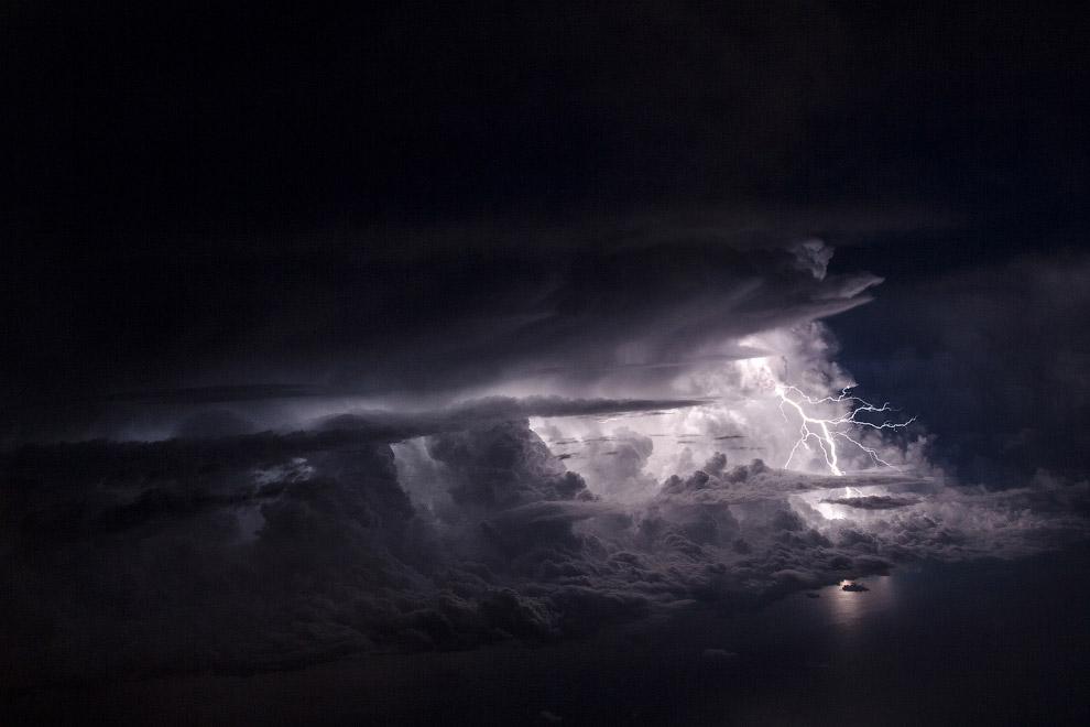 Гром и молнии. Вид из самолета Сочи — Санкт-Петербург