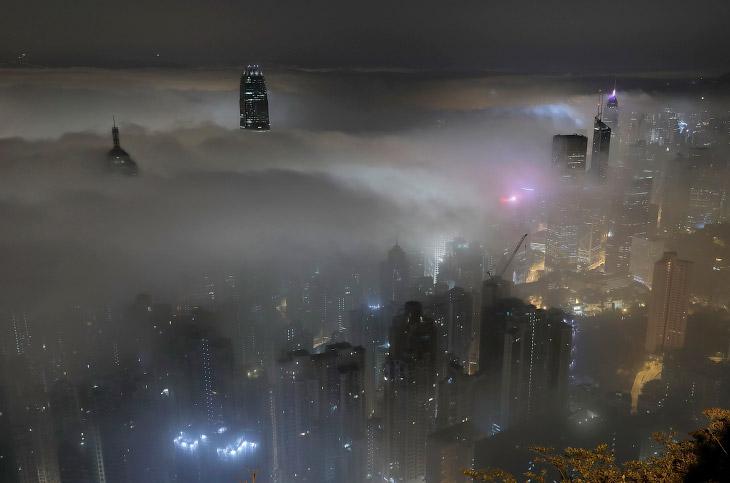 Сильный туман над Гонконгом