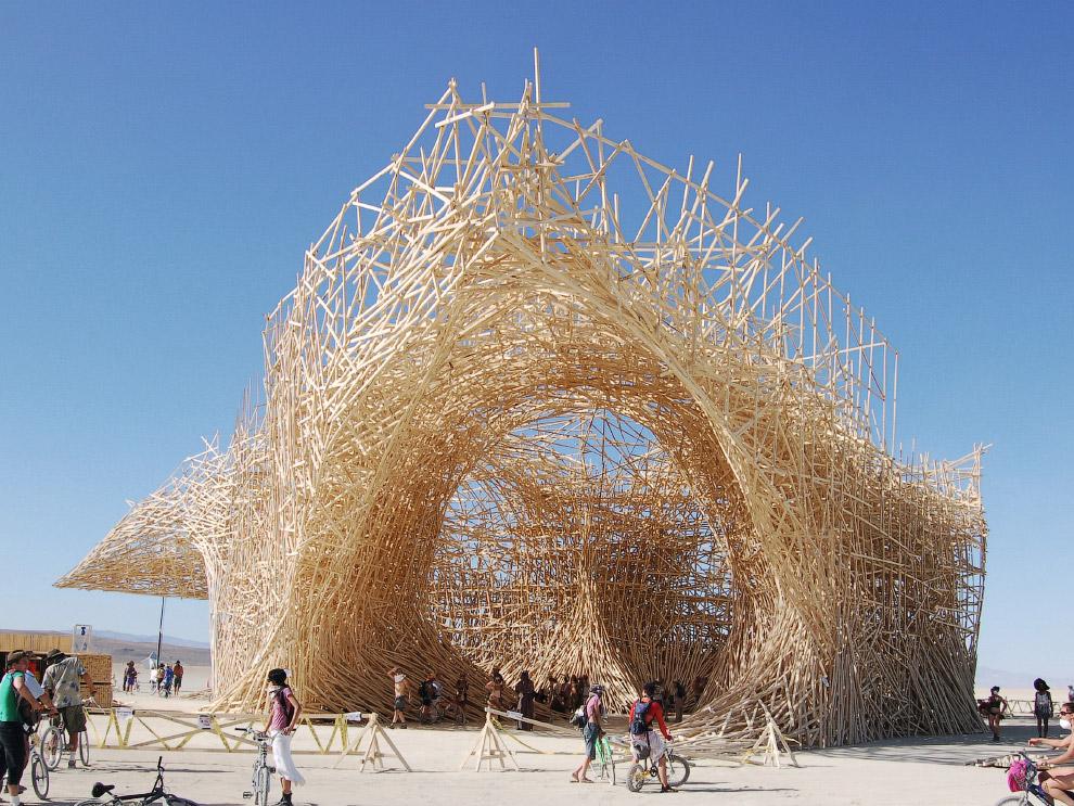 Невероятная инсталляция на фестивале Горящий человек в пустыне Блэк-Рок в штате Невада