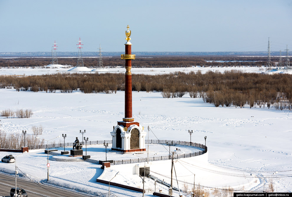 Монумент в честь основания Якутска и 375-летия вхождения Якутии в состав Российского государства