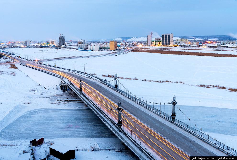 Мост через рукав озера Сайсары возле спорткомплекса «Триумф».