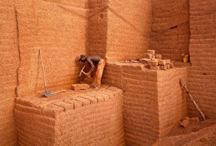 Особенности национальной работы: кирпичный карьер в Буркина-Фасо