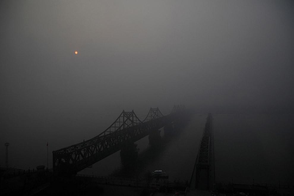 Мосты через реку Ялу, соединяющие Синьджу в Северной Кореи и Даньдун в Китае