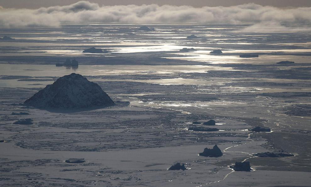 Летим у северо-западного побережья над Гренландией