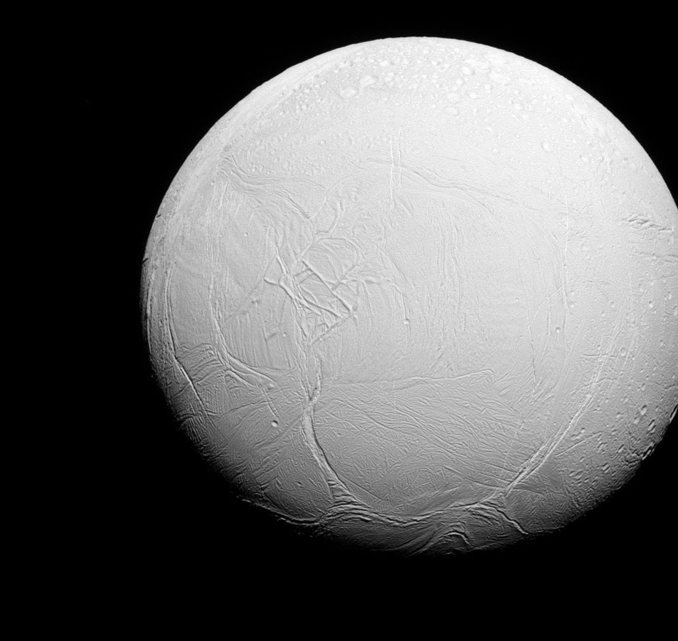 Энцелад — шестой по величине спутник Сатурна