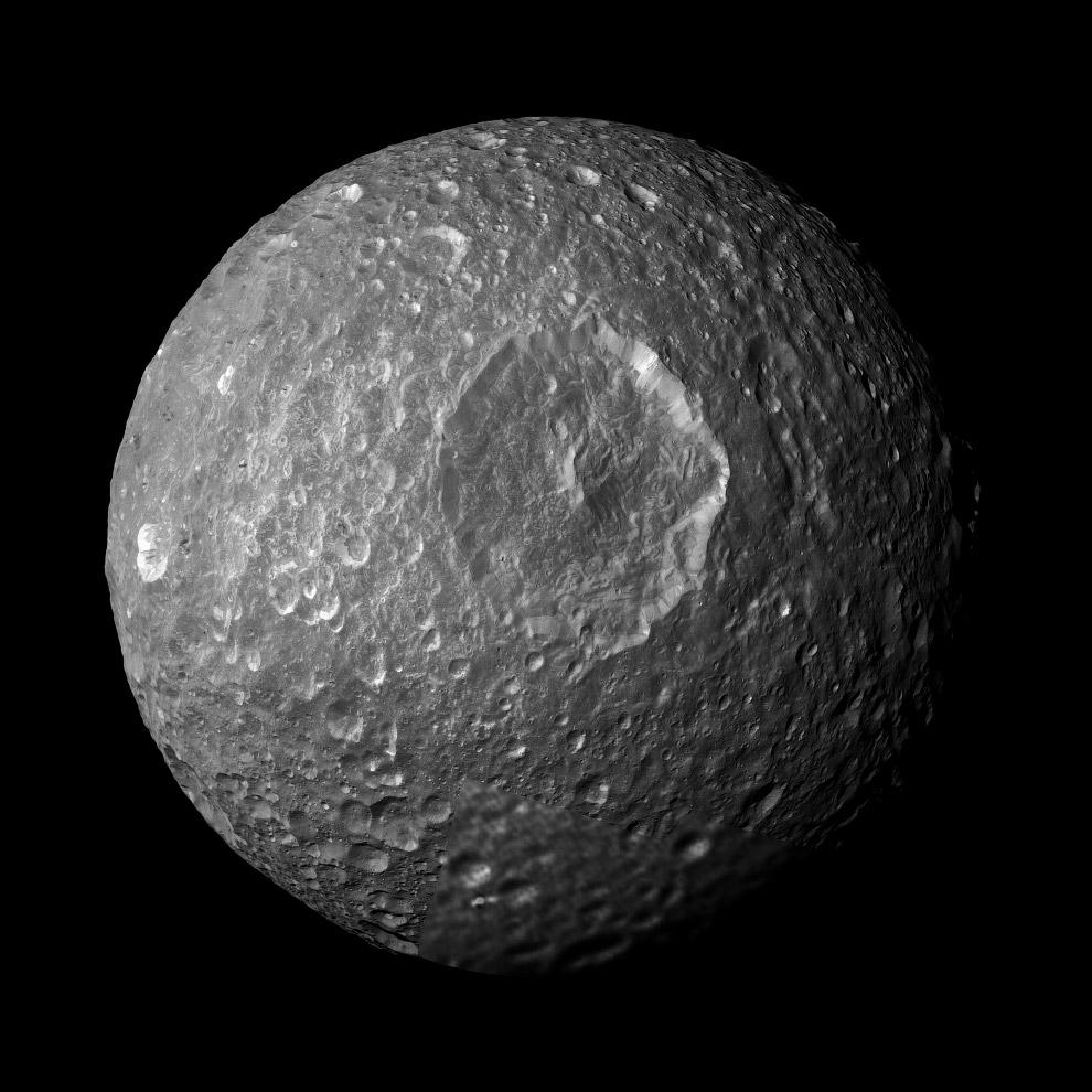 Спутник Мимас во всей красе