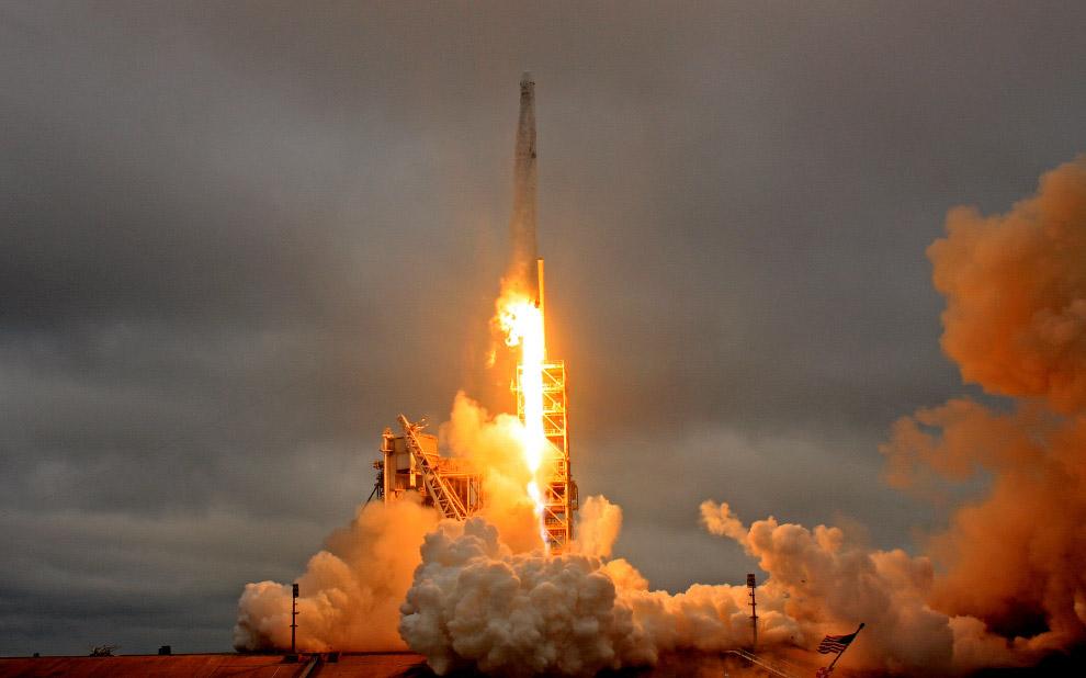 Старт ракеты Falcon 9 компании SpaceX