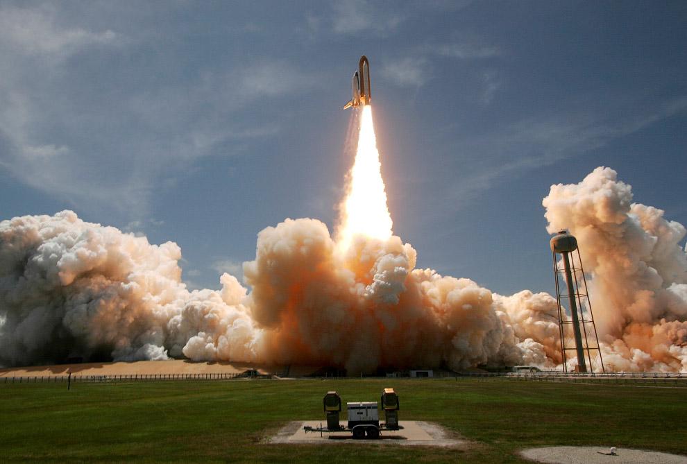 Космический корабль «Атлантис» стартует на мысе КанавералКосмический корабль «Атлантис» стартует на мысе Канаверал