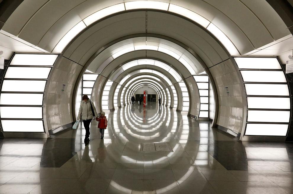 Станция метро «Фонви́зинская»
