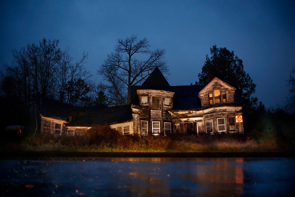 Заброшенный по непонятным причинам дом в американском штате Мэн