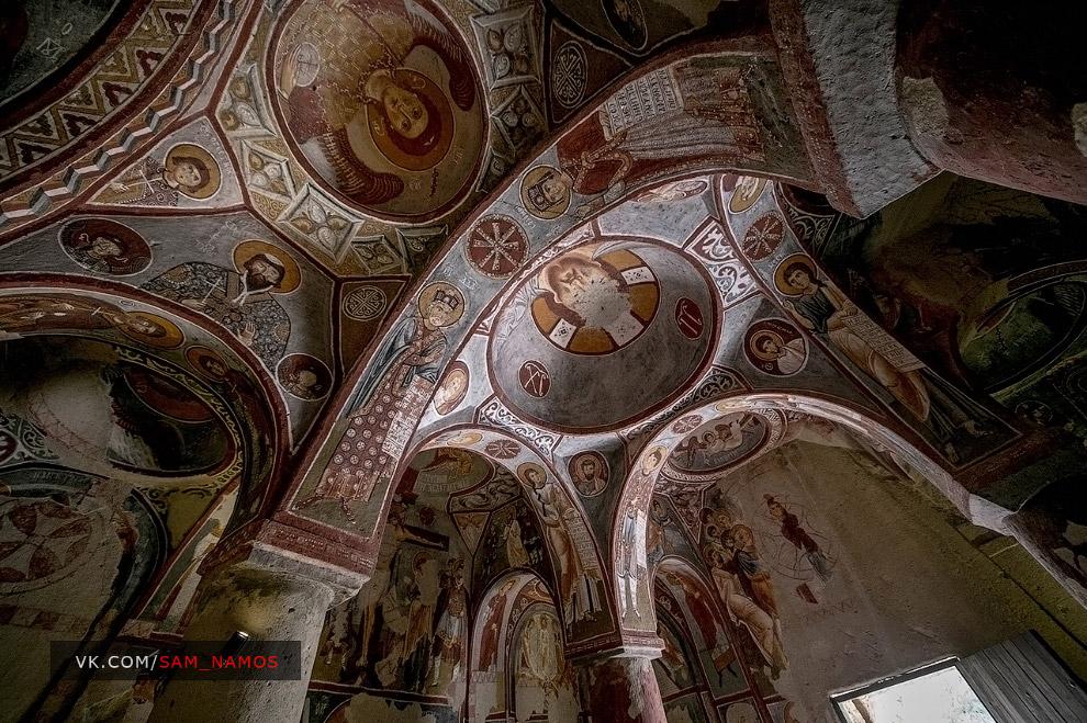 Жіночий монастир Kizlar manastiri).