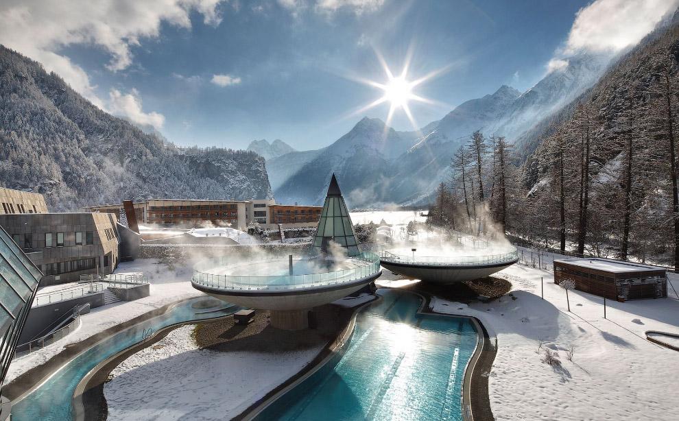 Совершенно футуристический курорт Aqua Dome в австрии с горячими бассейнами и потрясающими видами