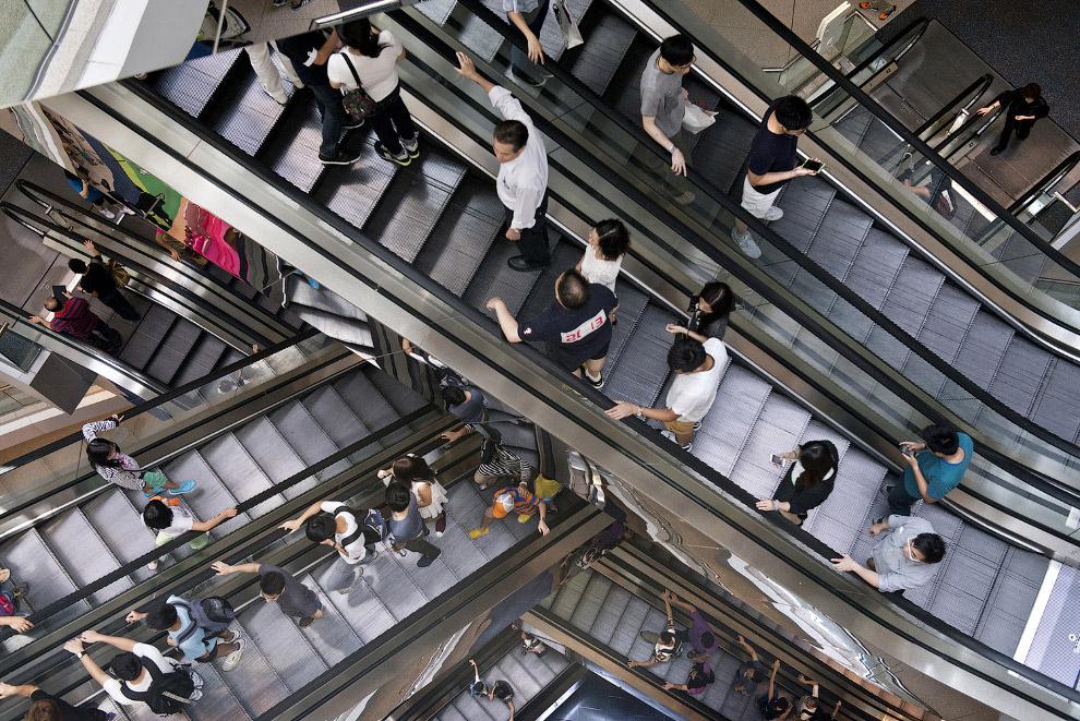 Бесконечные эскалаторы в торговом центре