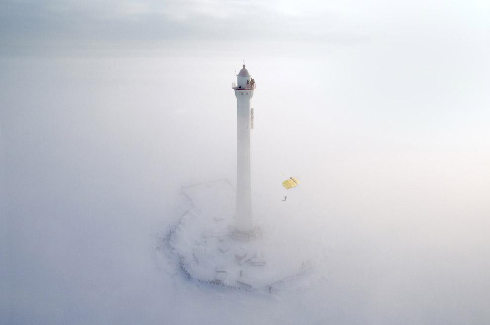 Морозное утро, мая и прыжки с парашютом