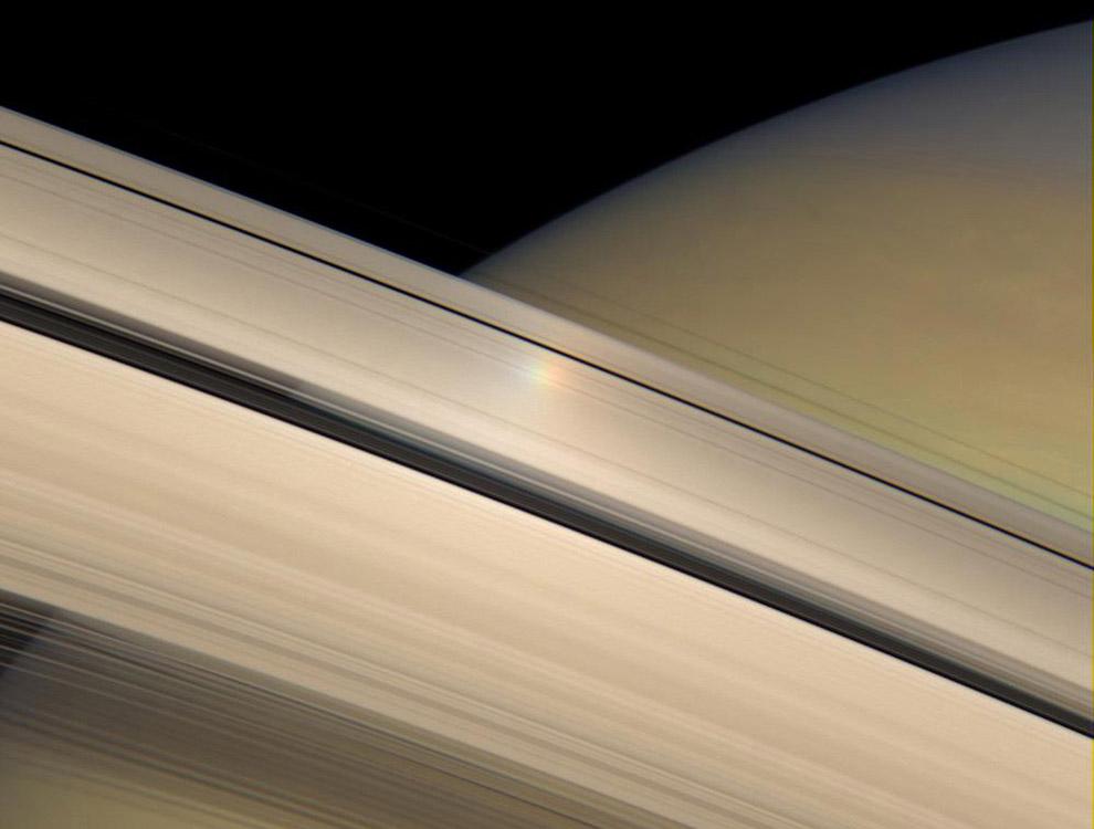 кольцах Сатурна