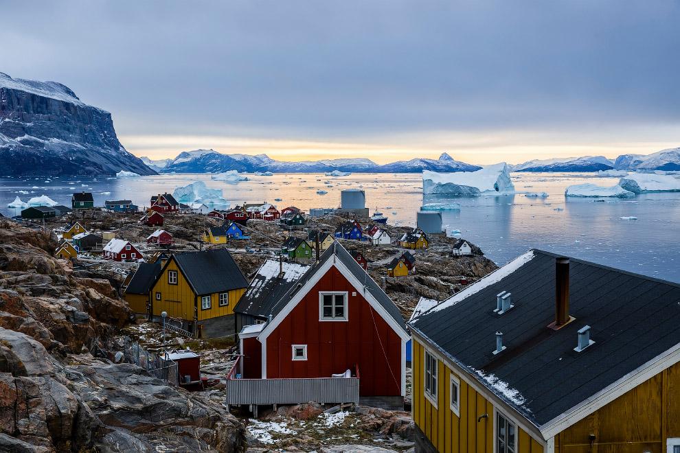 Небольшой остров в Гренландии, где проживает около 1200 человек