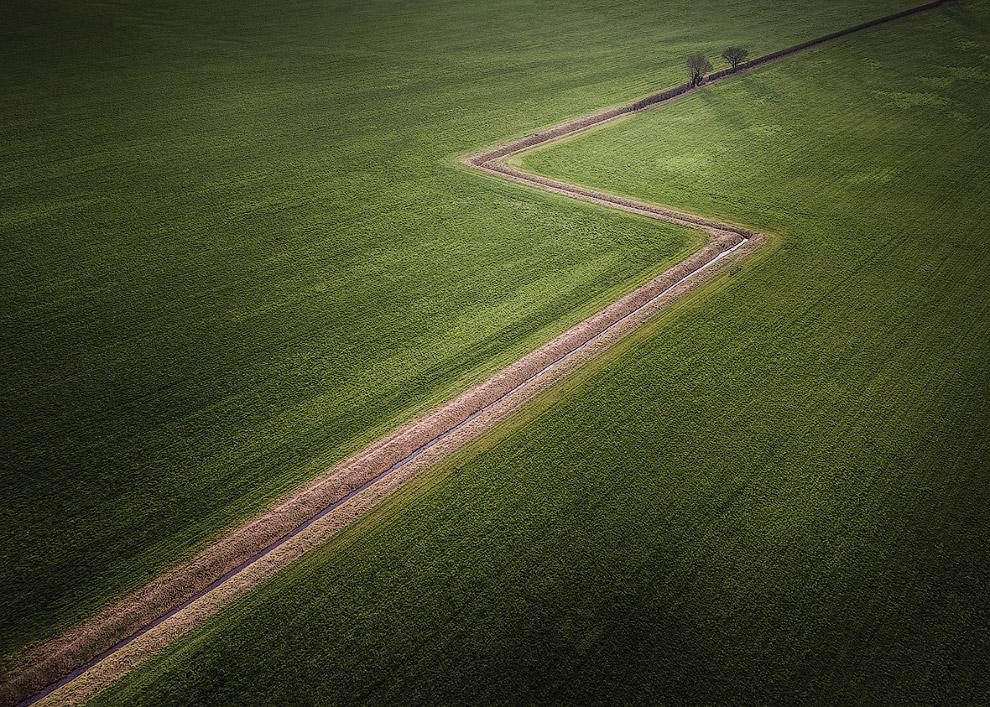 Зигзагообразная траншея в графстве Дербишир, Англия