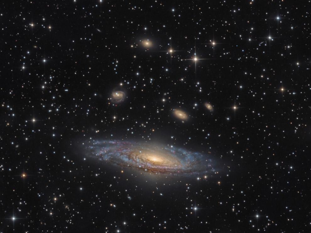 Спиральная галактика NGC 7331
