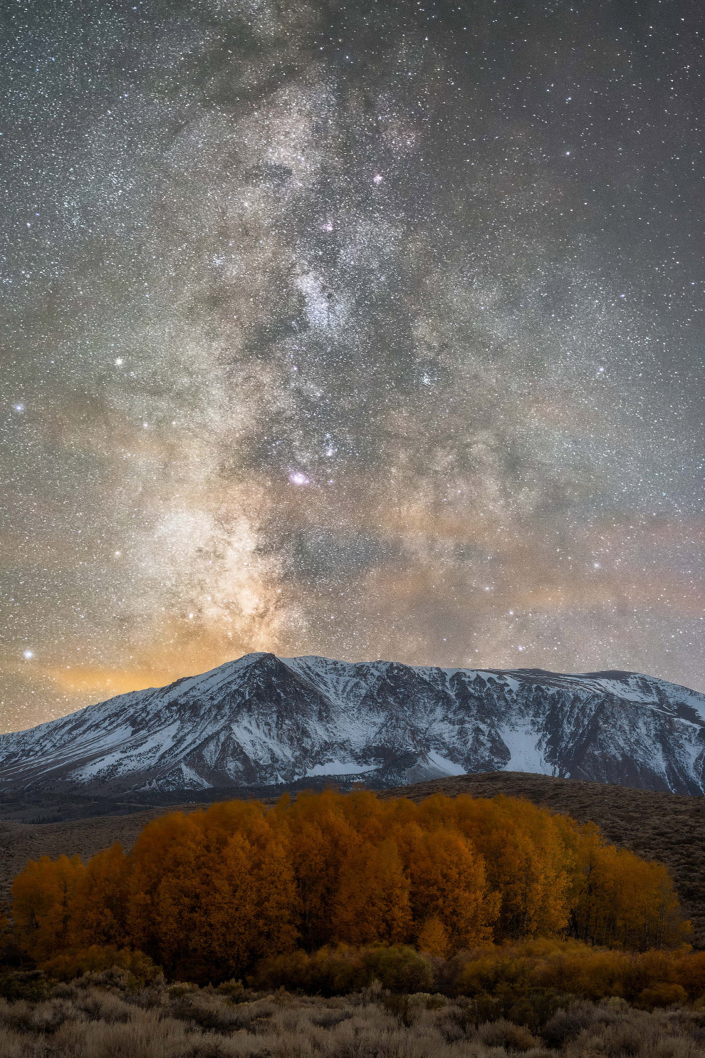 Млечный путь в Восточных Сьеррах в Калифорнии