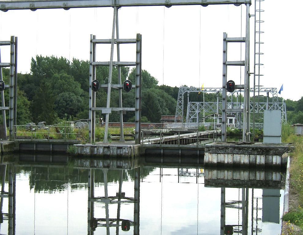 Четыре гидравлических судоподъемника на канале Дю-Сантр