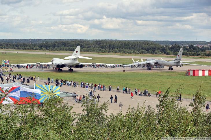 Ту-160 и Ту95-МС на рулежке