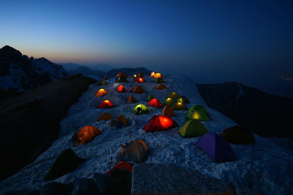 Лагерь на горе Цубакуродак в Нагано, Япония