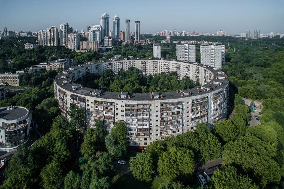 Круглый дом на улице Довженко