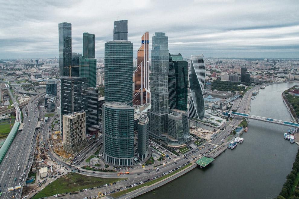 Москва-сити на Пресненской набережной.