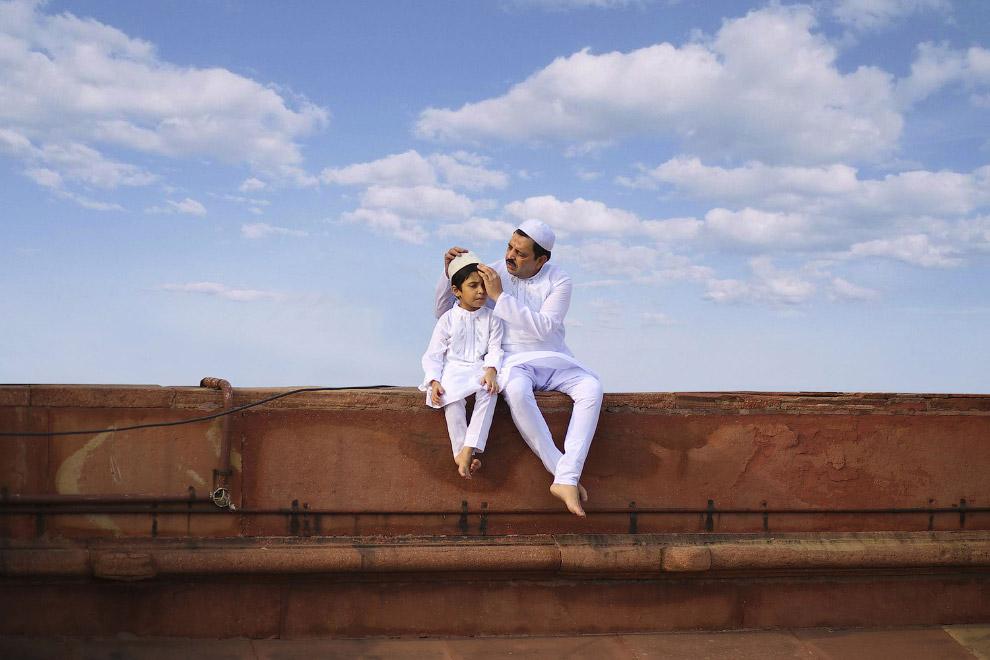 Отец и сын. Нью-Дели, Индия