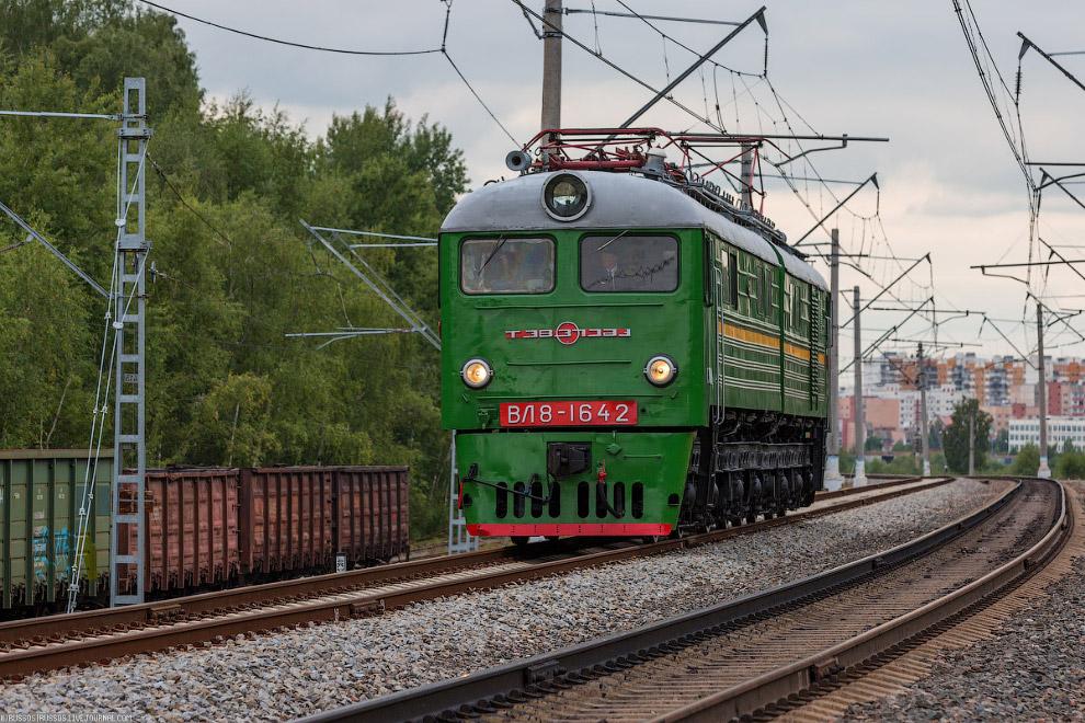 ВЛ8 — советский магистральный грузовой электровоз