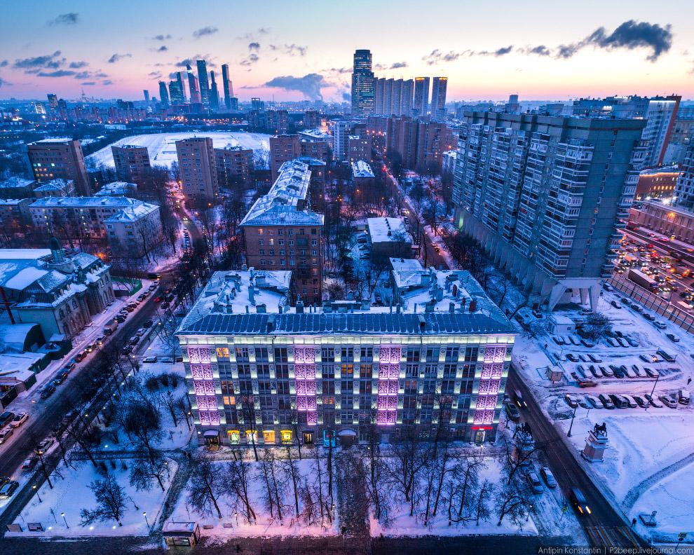 «Ажурный дом» из крупных типовых бетонных блоков заводского изготовления архитектора Бурова.