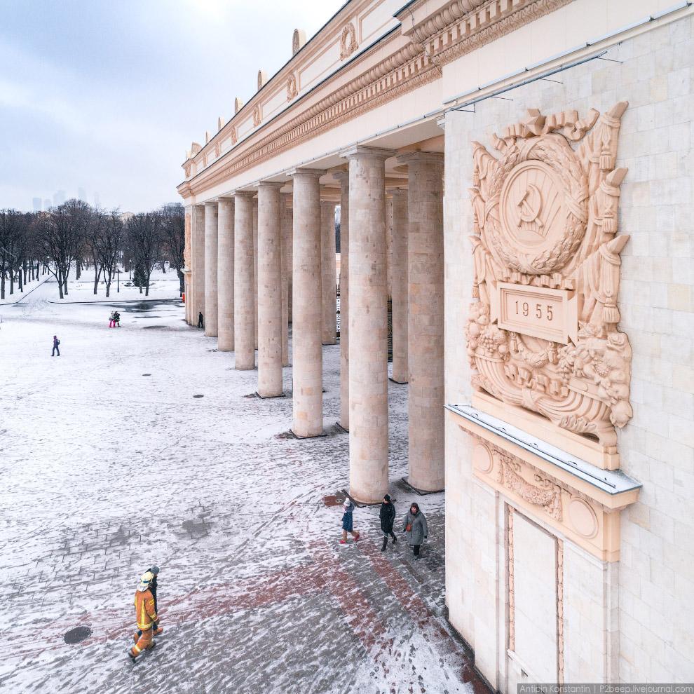 Арка главного входа в парк Горького.