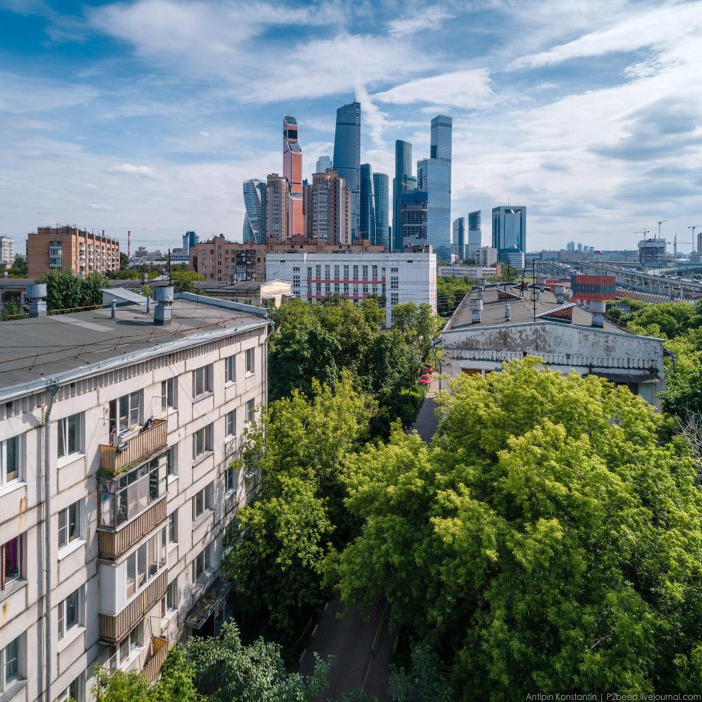 Ансамбль хрущевок вблизи Москвы-сити.