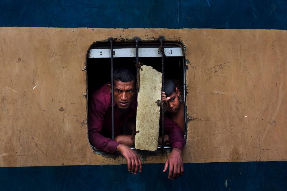 Как ездят на поездах в Бангладеше