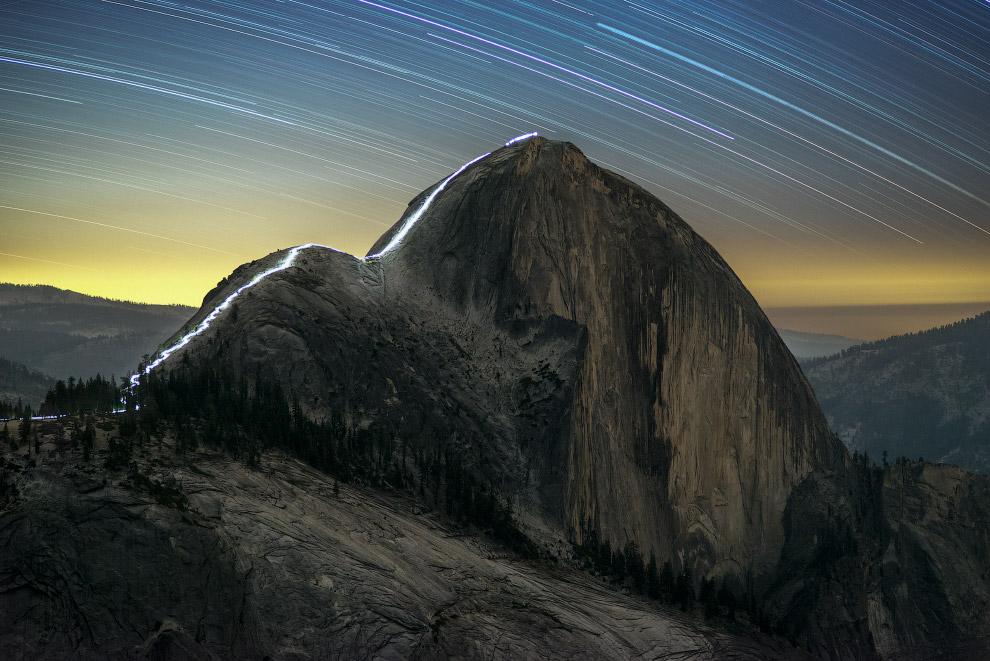 Звездные треки и ночная прогулка по горам с фонариком в Национальном парке Йосемити