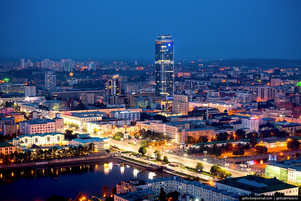 «Плотинка» и бизнес-центр «Высоцкий».
