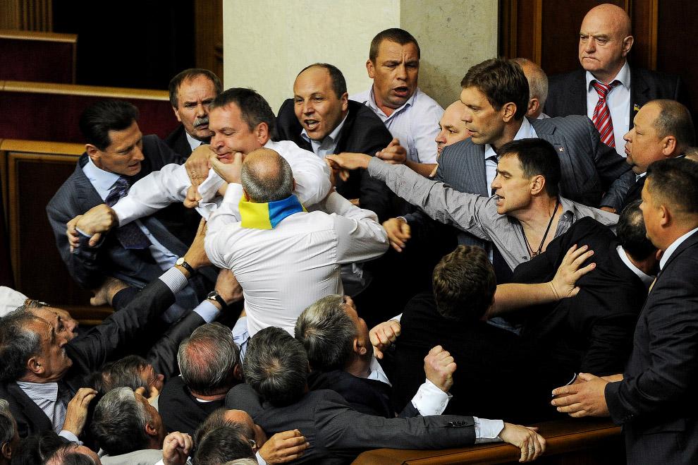 24 марта 2012 началась драка из-за обсуждения закона о русском языке