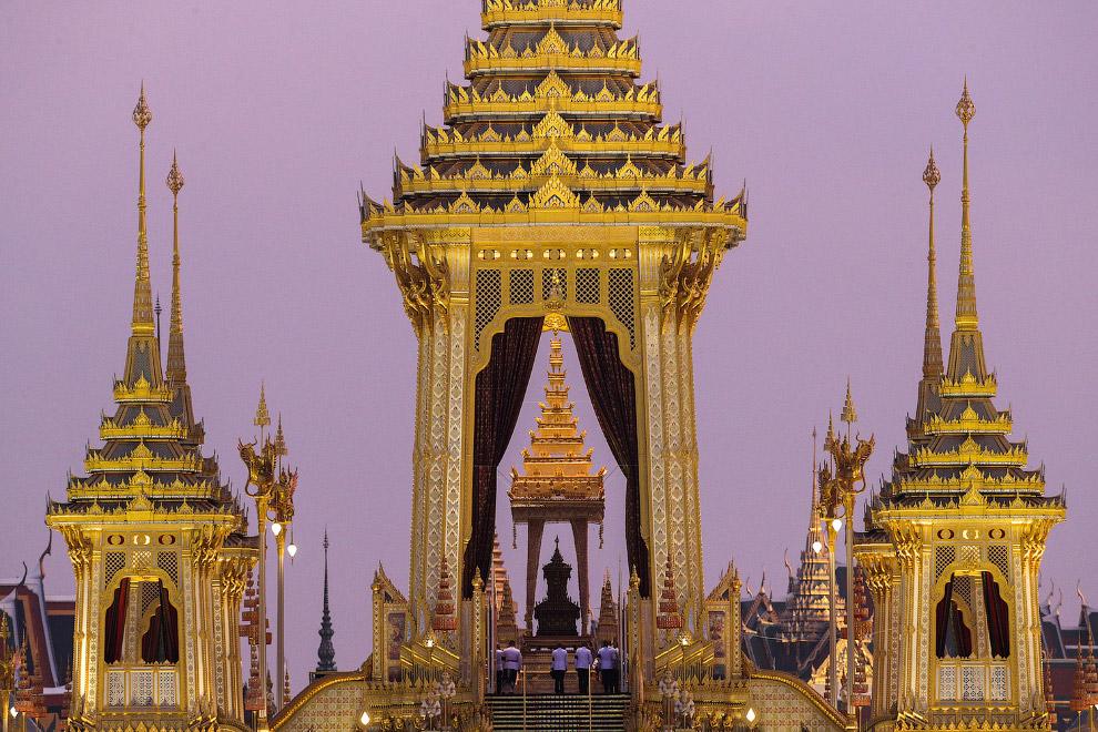 Королевский крематорий возле Большого дворца в Бангкоке