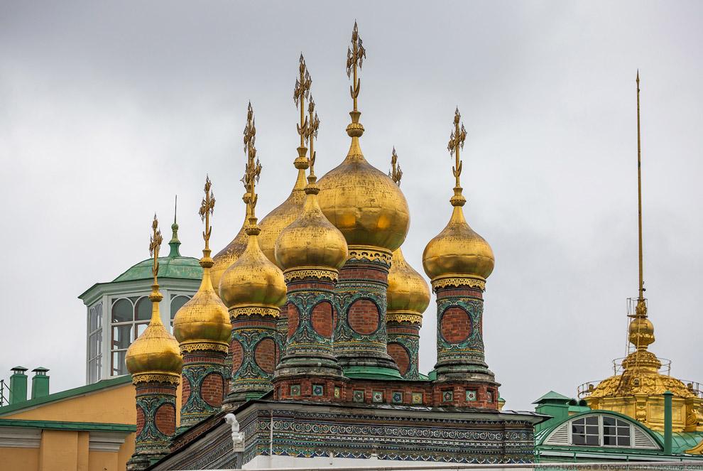 Купола церкви Ризоположения.