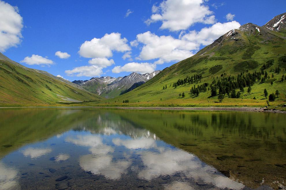 «Теплое озеро» у подножия Белухи