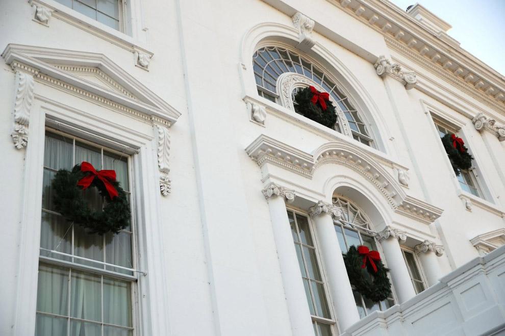 Рождественские венки на окнах Белого дома