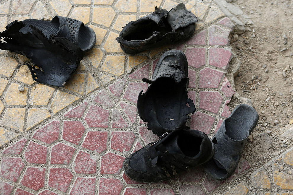 Обувь сирийских школьников после авиаудара