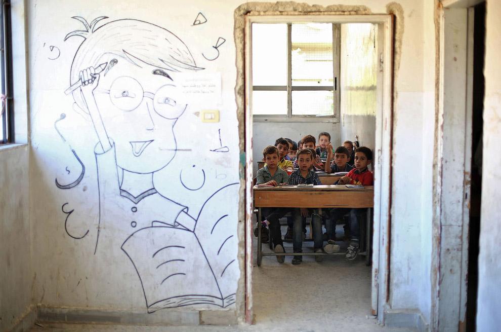 Довольно прилично сохранившаяся школа Думе