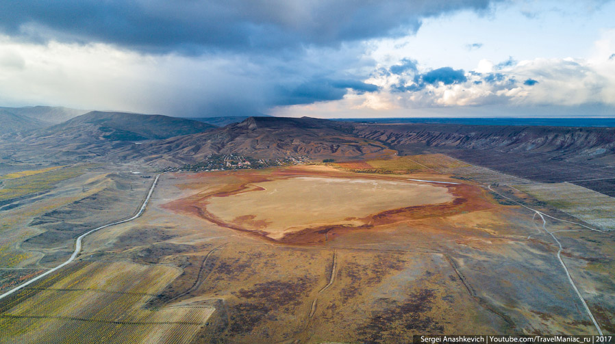Озеро Бараколь с высоты 500 метров.
