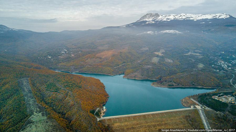 Чатыр-Даг и Изобильненское водохранилище над Алуштой