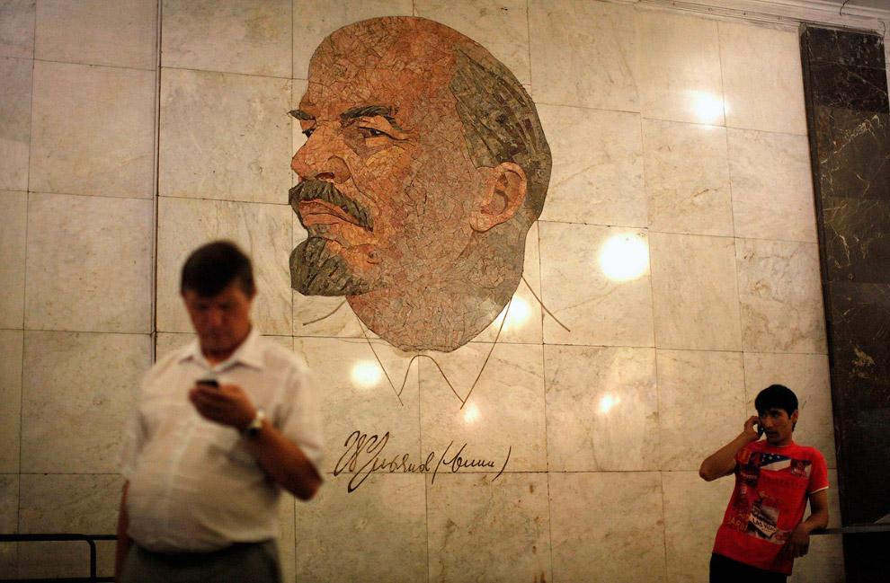 Станция метро «Библиотека имени Ленина» в Москве