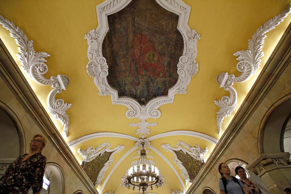 Мозаика с Лениным на станции метро «Комсомольская» в Москве