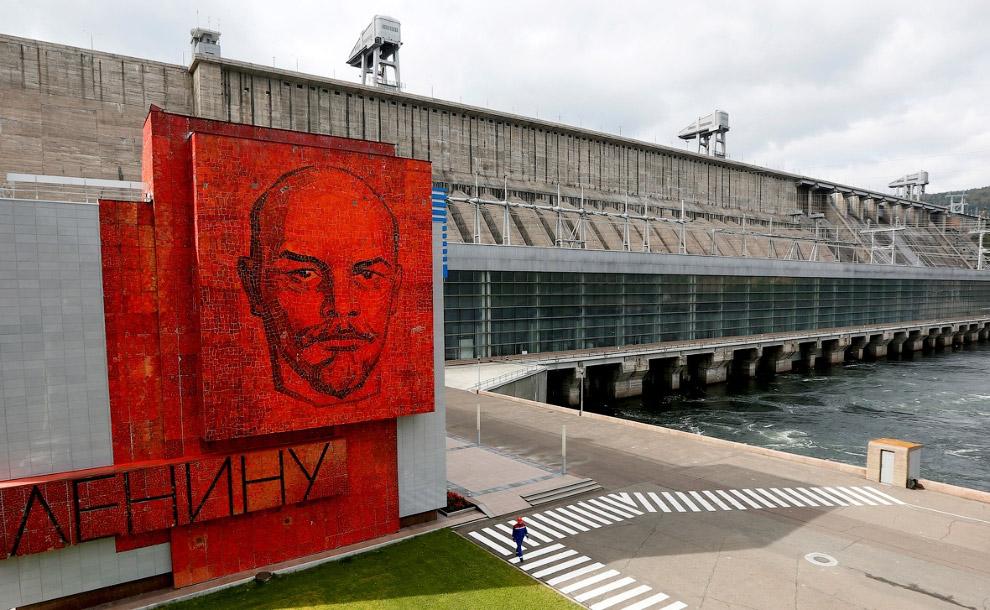 Ленин и Красноярская ГЭС на реке Енисей